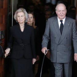Los reyes eméritos Juan Carlos y Sofía a su salida de la capilla ardiente de Alfredo Pérez Rubalcaba en el Congreso de los Diputados en Madrid