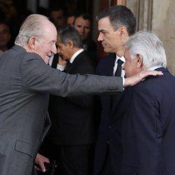 El rey emérito Juan Carlos, Felipe González y Pedro Sánchez en la capilla ardiente de Alfredo Pérez Rubalcaba en el Congreso de los Diputados en Madrid