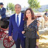 Ana Rosa Qintana junto a su marido, Juan Muñoz, en la Feria de Abril 2019