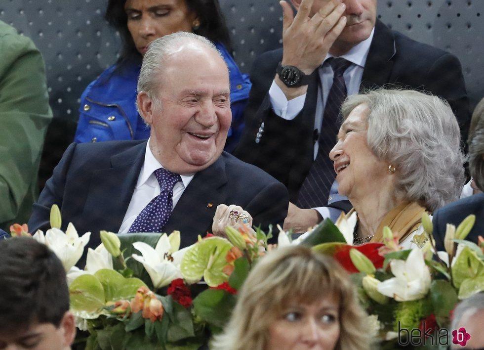 Don Juan Carlos y Doña Sofía a carcajadas en el Mutua Madrid Open 2019