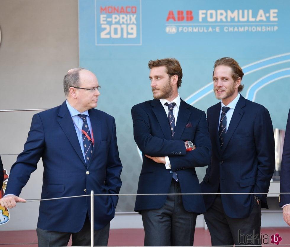 Alberto de Mónaco, Pierre y Andrea Casiraghi en el Gran Premio de Mónaco de Fórmula E 2019