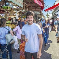 Miki Nuñez en un mercado de Tel Aviv antes de Eurovisión 2019