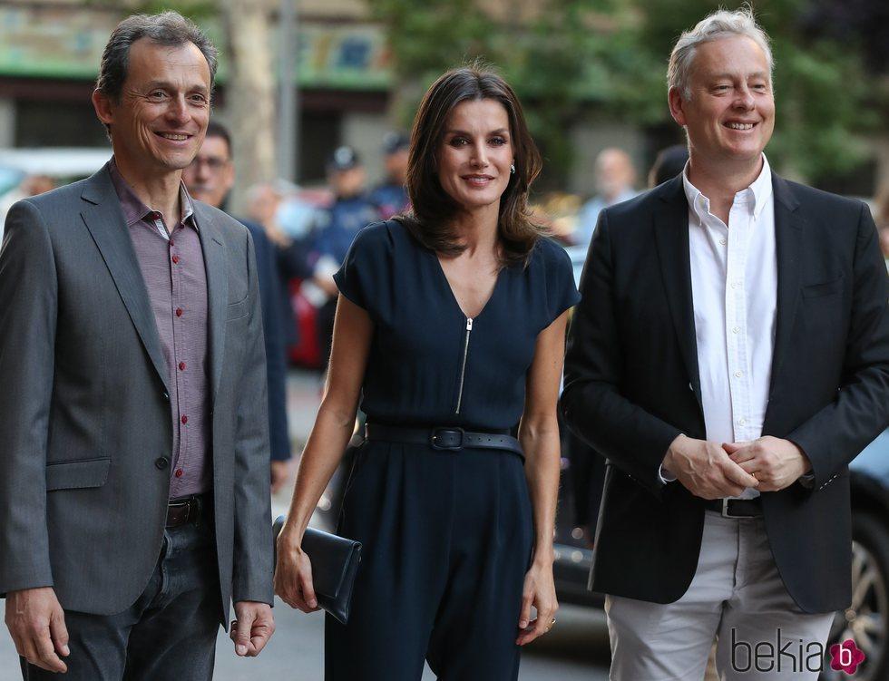 La Reina Letizia junto a Pedro Duque y Simon Manley en FameLab 2019