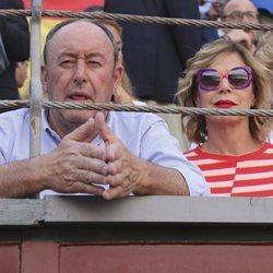 Ágatha Ruiz de Prada y Luis Miguel Rodríguez en la corrida de San Isidro 2019