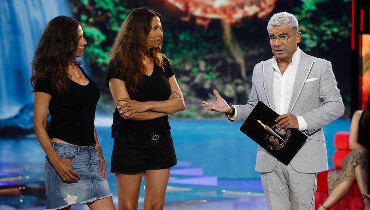 Jorge Javier Vázquez pidiendo a las Azúcar Moreno que abandonen en plató de 'Supervivientes 2019'