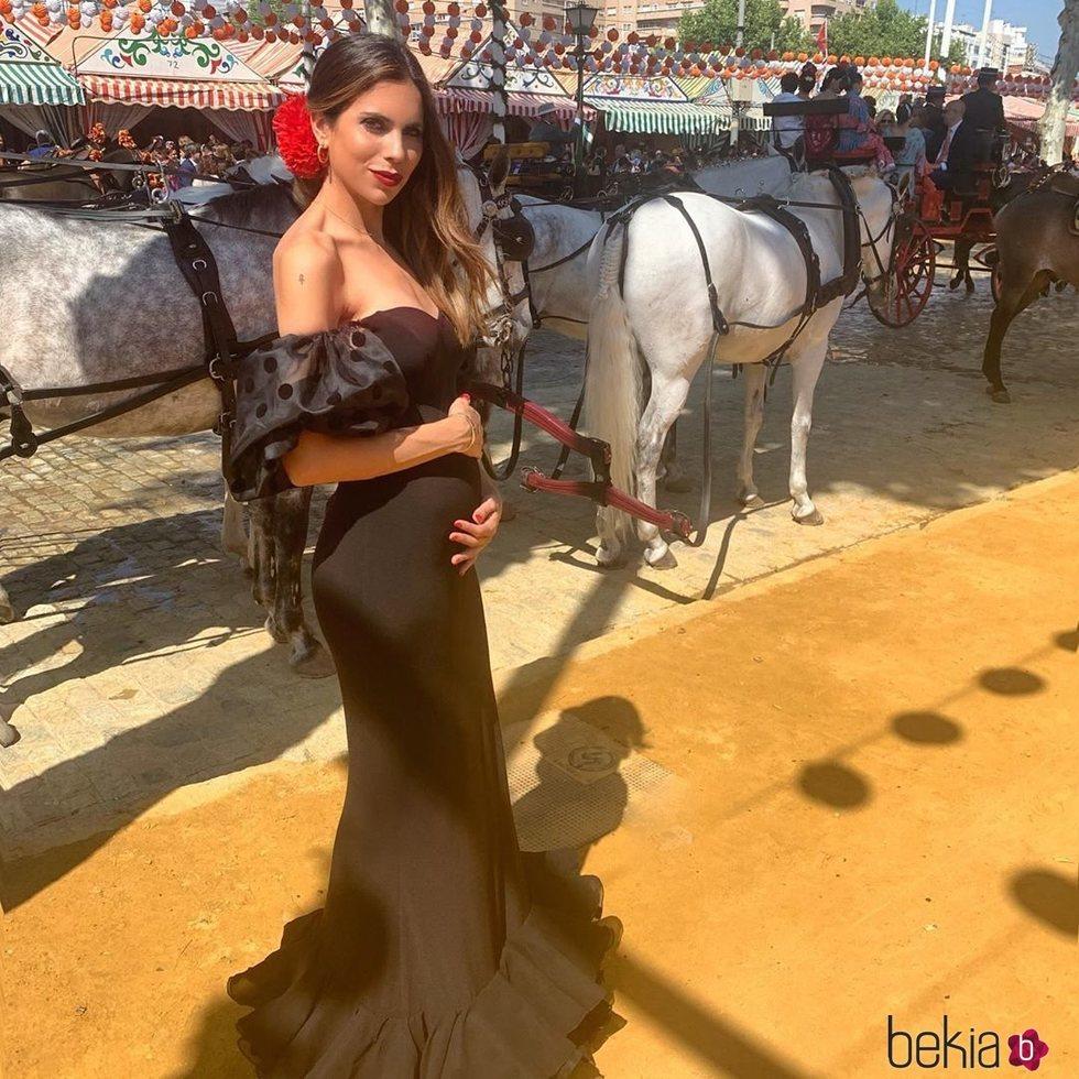 Melissa Jiménez en la Feria de Sevilla presumiendo de embarazo