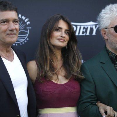 Penélope Cruz, Pedro Almodóvar y Antonio Banderas posando en el Festival de Cannes 2019