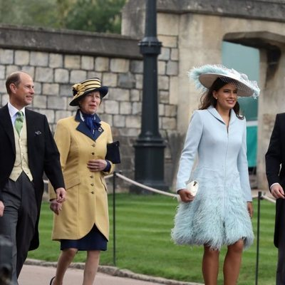 Sir Timothy Laurence, el Príncipe Eduardo, la Princesa Ana, Sophie Winkleman y el Príncipe Harry en la boda de Lady Gabriella Windsor y Thomas Kingston