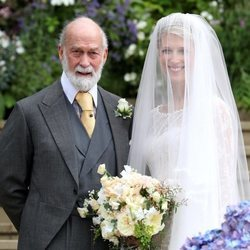 Lady Gabriella Windsor con su padre el Príncipe Michael de Kent en su boda con Thomas Kingston