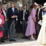 La Reina Isabel, el Duque de York, el Príncipe Harry, Beatriz de York y Edoardo Mapelli Mozzi en la boda de Lady Gabriella Windsor y Thomas Kingston