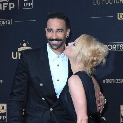 Pamela Anderson y su novio Adil Rami muy enamorados en la fiesta del fútbol de París 2019