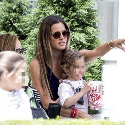 Malena Costa con su hija en el CSI Longines de Madrid 2019