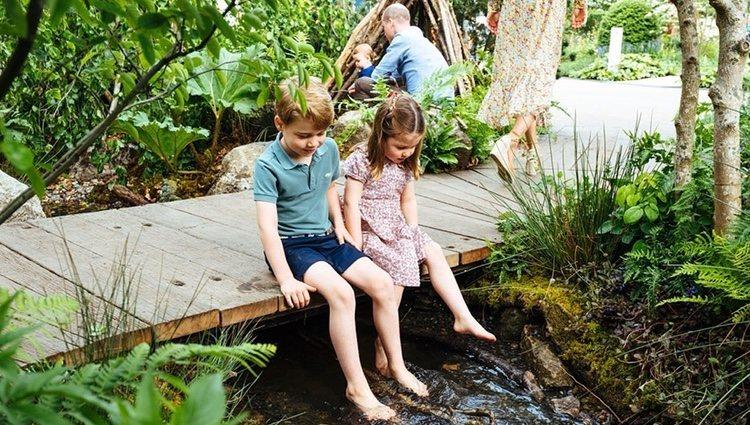 El Príncipe Jorge y la Princesa Carlota en el jardín de Chelsea Flower Show 2019