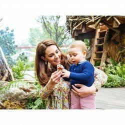 La Duquesa de Cambridge y el Príncipe Luis en el jardín de Chelsea Flower Show 2019