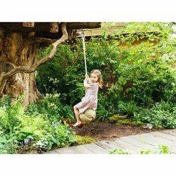 La Princesa Carlota se columpia en el jardín de Chelsea Flower Show 2019