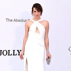 Milla Jovovich en la gala amfAR en el Festival de Cannes 2019