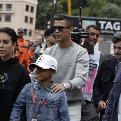Cristiano Ronaldo, Georgina Rodríguez y Cristiano Ronaldo Junior en el circuito de Mónaco