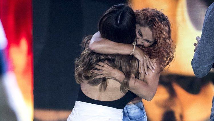 Aneth Acosta reencontrándose con Chabelita Pantoja a su vuelta de 'Supervivientes 2019'