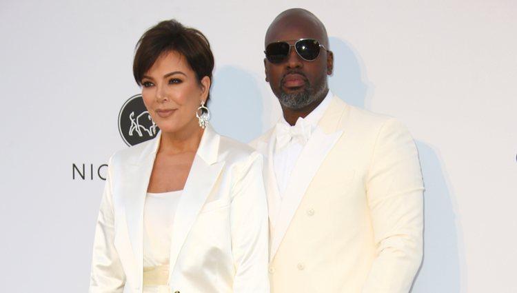 Kris Jenner y Corey Gamble en la gala amfAR en el Festival de Cannes 2019