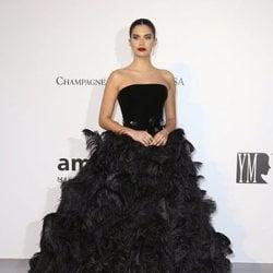 Sara Sampaio en la gala amfAR en el Festival de Cannes 2019