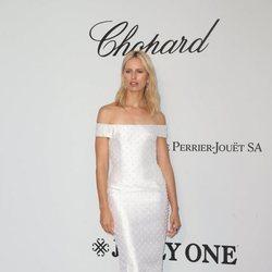 Karolina Kurkova en la gala amfAR en el Festival de Cannes 2019