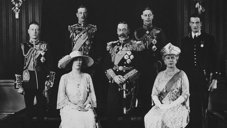 Los Reyes Jorge V y María de Teck con sus hijos