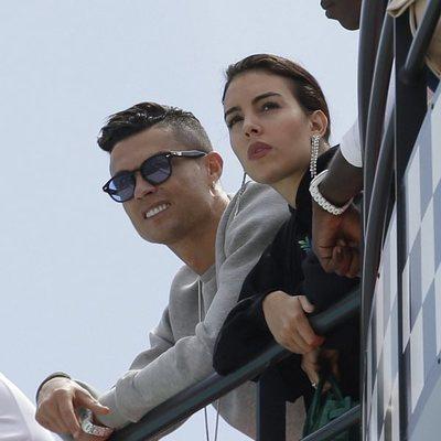 Cristiano Ronaldo y Georgina Rodríguez en el circuito de Mónaco