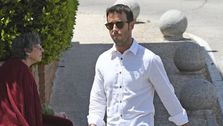 Matías Prats Jr. a las puertas del hospital para visitar a Sara Carbonero