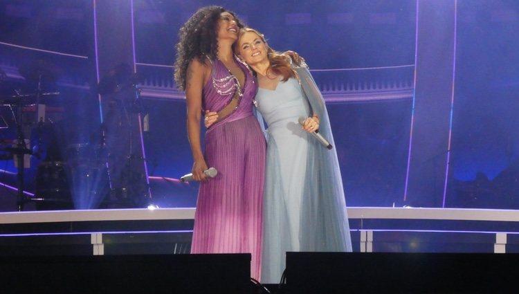 Mel B y Geri Halliwell en el primer concierto de la gira Spice World Tour 2019