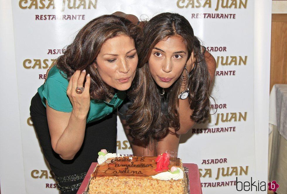 Encarna Salazar y su hija Carolina en el 18 cumpleaños de la joven