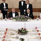 Donald Trump y Melania en la cena de Estado durante su visita a Japón con el Emperador Naruhito de Japón y su mujer Masako