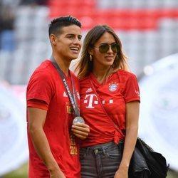 James Rodriguez y Shannon de Lima en la final de la Bundesliga
