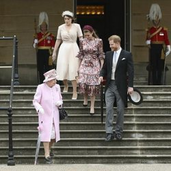 La Reina Isabel, el Príncipe Harry, Beatriz de York y Eugenia de York en una garden party en el Palacio Buckingham Palace