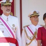 El Rey Felipe y la Reina Letizia en el desfile del Día de las Fuerzas Armadas
