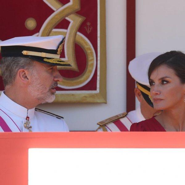 El Rey Felipe y la Reina Letizia presiden el desfile por el Día de las Fuerzas Armadas en Sevilla