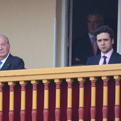 El Rey Juan Carlos y Froilán en la corrida de toros en Aranjuez en homenaje a la Condesa de Barcelona