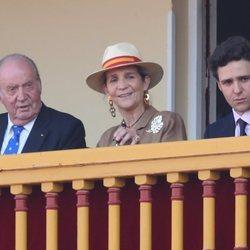 El Rey Juan Carlos, la Infanta Elena y Froilán en la corrida de toros en Aranjuez en homenaje a la Condesa de Barcelona