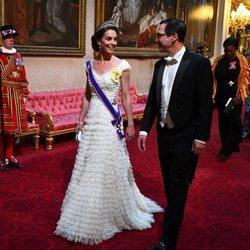 La Duquesa de Cambridge con las insignias de la Real Orden Victoriana en el Viaje de Estado de Donald Trump