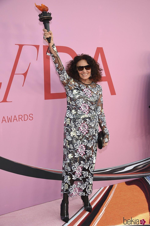 Diane von Fürstenberg en la alfombra roja de los CFDA FASHION AWARDS 2019