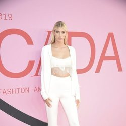 Devon Windsor en la alfombra roja de los CFDA FASHION AWARDS 2019