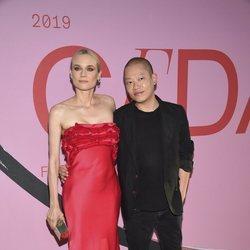 Diane Kruger y Jason Wu en la alfombra roja de los CFDA FASHION AWARDS 2019