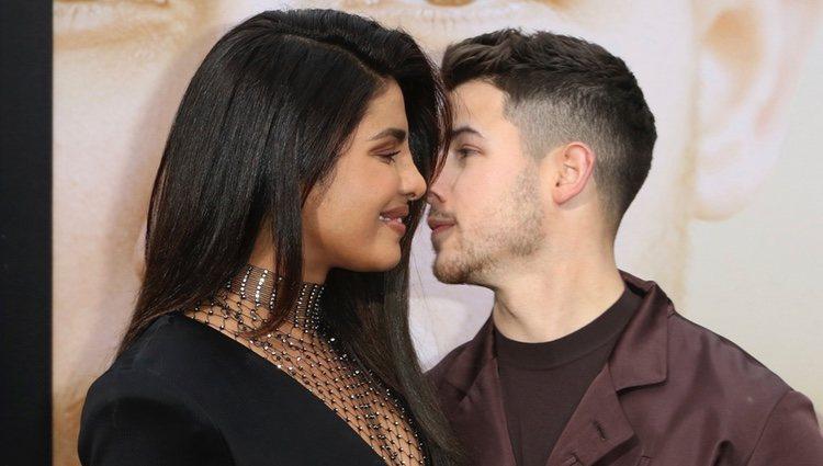 Nick Jonas y Priyanka Chopra, muy cariñosos en la premiere de 'Chasing Happiness'