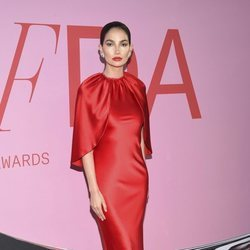 Lily Aldridge en la alfombra roja de los CFDA FASHION AWARDS 2019
