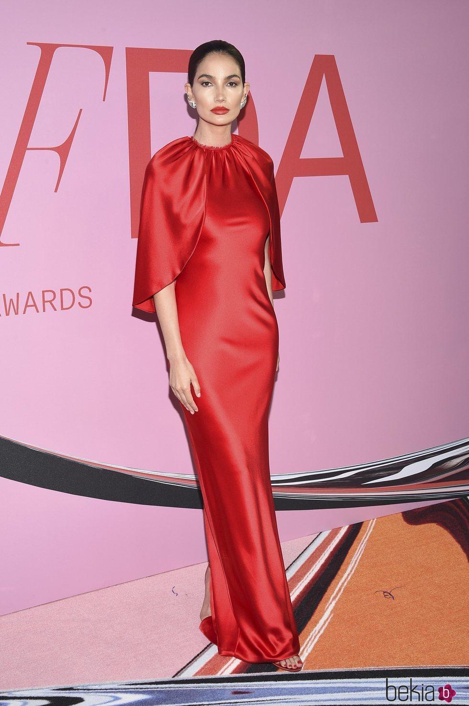 Lily Aldridge en la alfombra roja de los CFDA FASHION AWARDS 2019