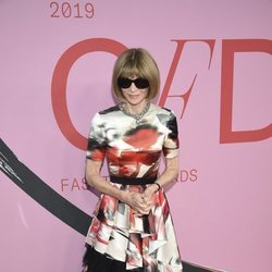 Anna Wintour en la alfombra roja de los CFDA FASHION AWARDS 2019