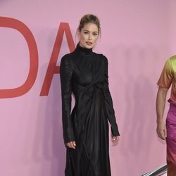 Doutzen Kroes en la alfombra roja de los CFDA FASHION AWARDS 2019