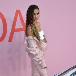 Joan Smalls en la alfombra roja de los CFDA FASHION AWARDS 2019
