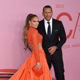 Jennifer Lopez y Alex Rodríguez en la alfombra roja de los CFDA FASHION AWARDS 2019