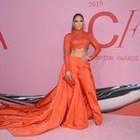 Jennifer Lopez en la alfombra roja de los CFDA FASHION AWARDS 2019
