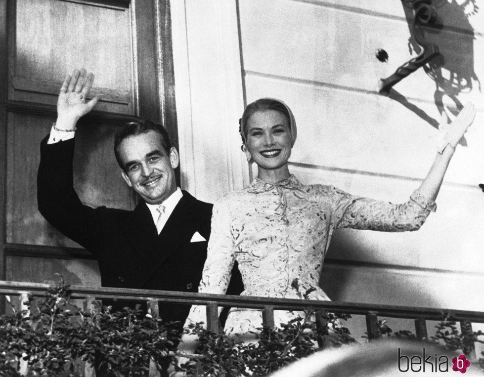 Rainiero de Mónaco y Grace Kelly en su boda civil